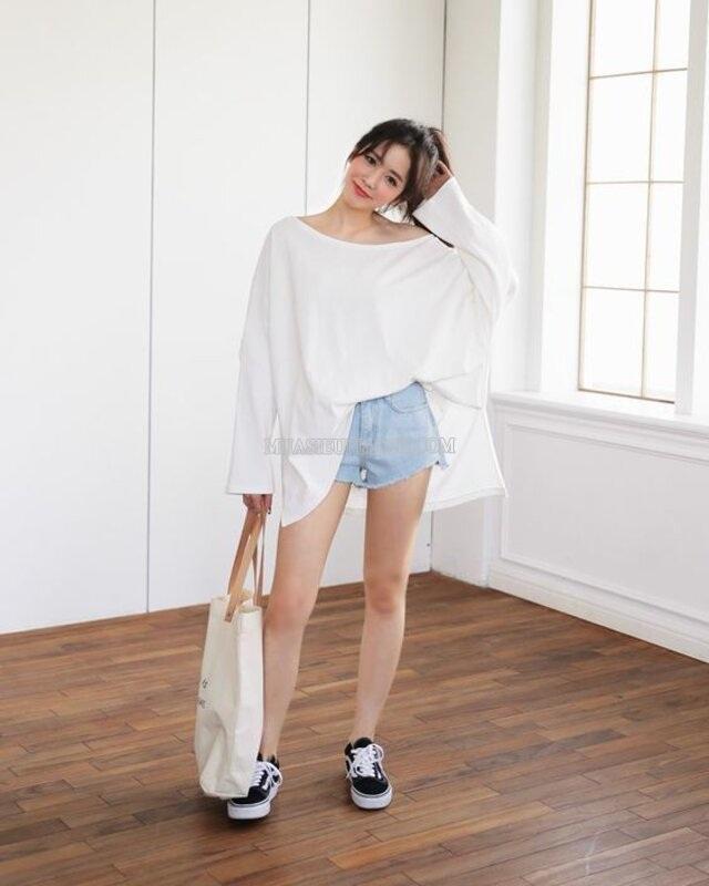 Mặc áo oversize với quần short ngắn tự tin xuống phố