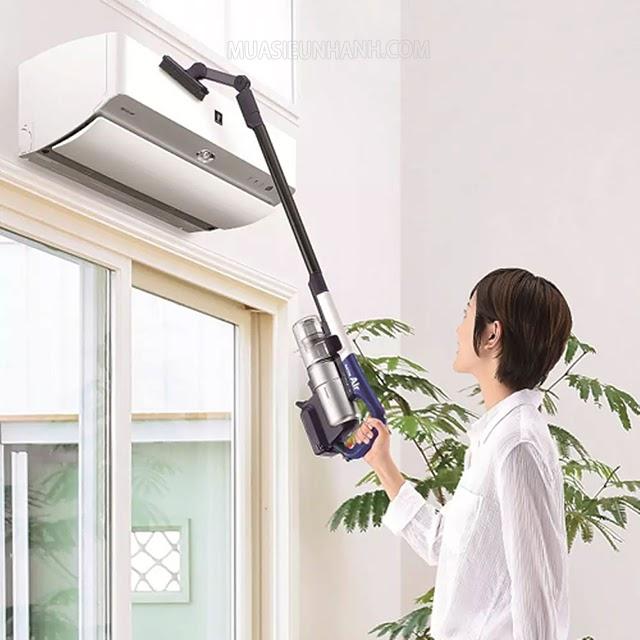 Máy có trọng lượng nhẹ, người dùng có thể dùng máy để làm sạch các khu vực trên cao