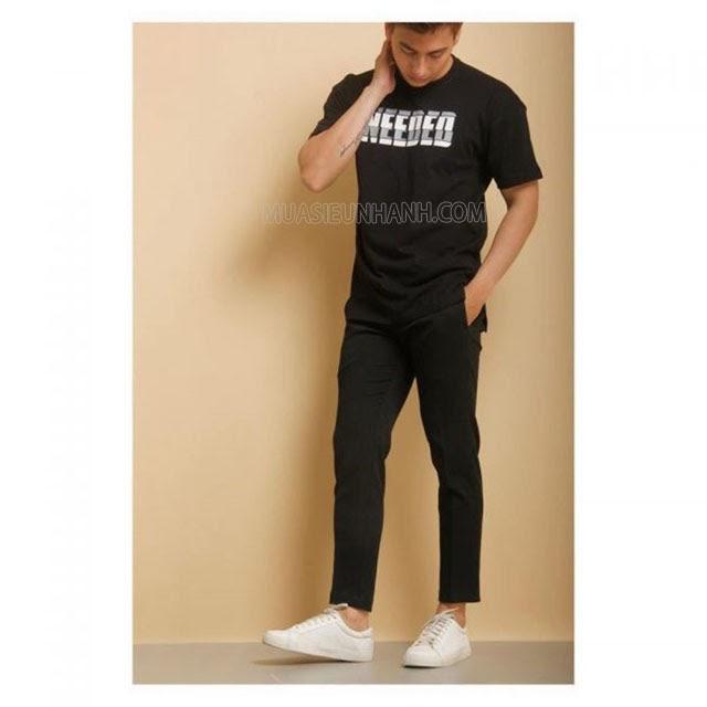 Bạn nên kết hợp với một đôi sneaker trắng để tạo điểm nhấn