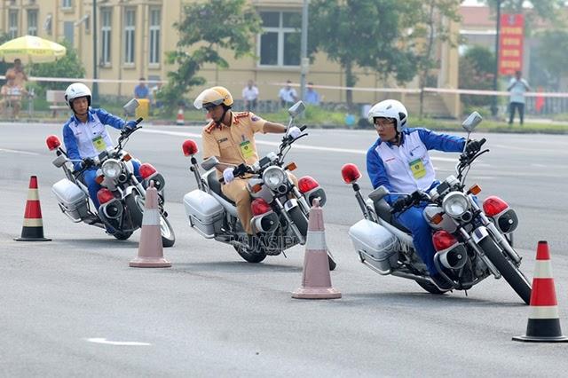 Phải có chứng chỉ bồi dưỡng kiến thức về luật giao thông đường bộ mới được điều khiển xe máy chuyên dùng