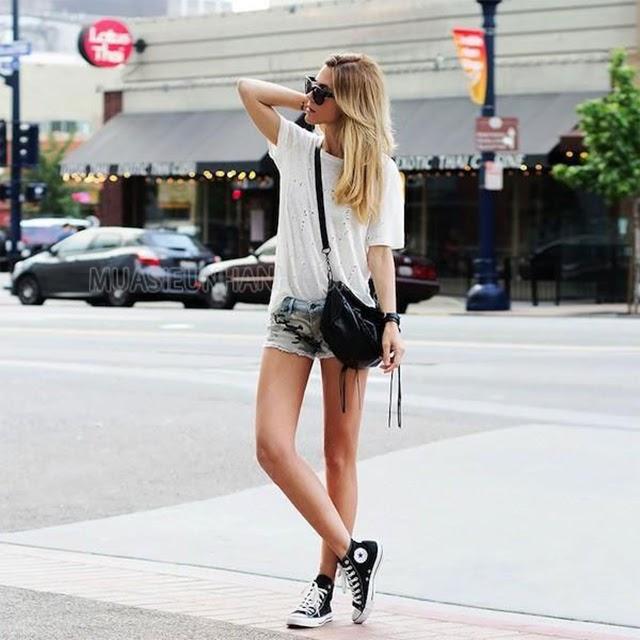 Cách phối đồ với giày converse cổ cao nữ với quần short và áo thun