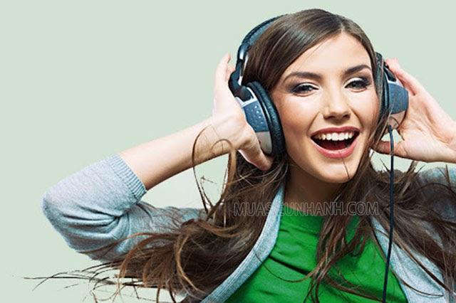 Bạn có thể nghe những bài nhạc vui tươi, làm việc nhà,... để làm dịu cảm xúc