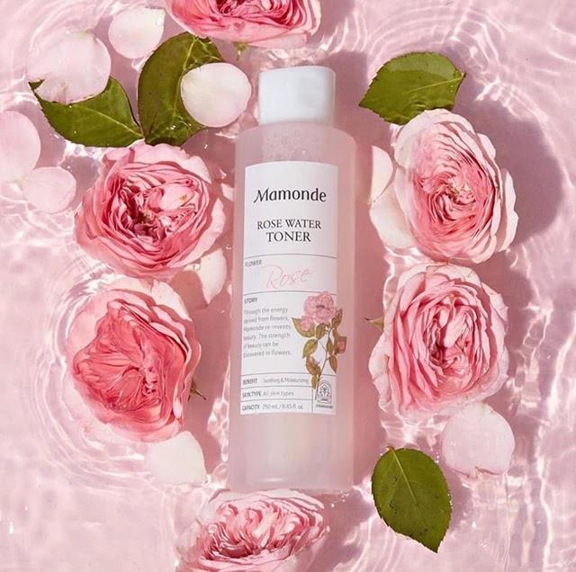 Mamonde Rose Water Toner có thiết kế màu hồng trắng đẹp mắt, phù hợp với mọi loại da.