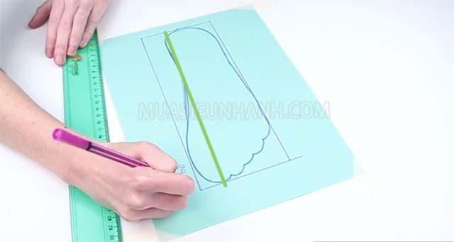 Sau khi vẽ các đường thẳng quanh bài chân vừa vẽ thì tiến hành đo các chiều